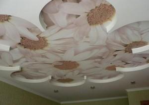 Подвесные потолки в зале